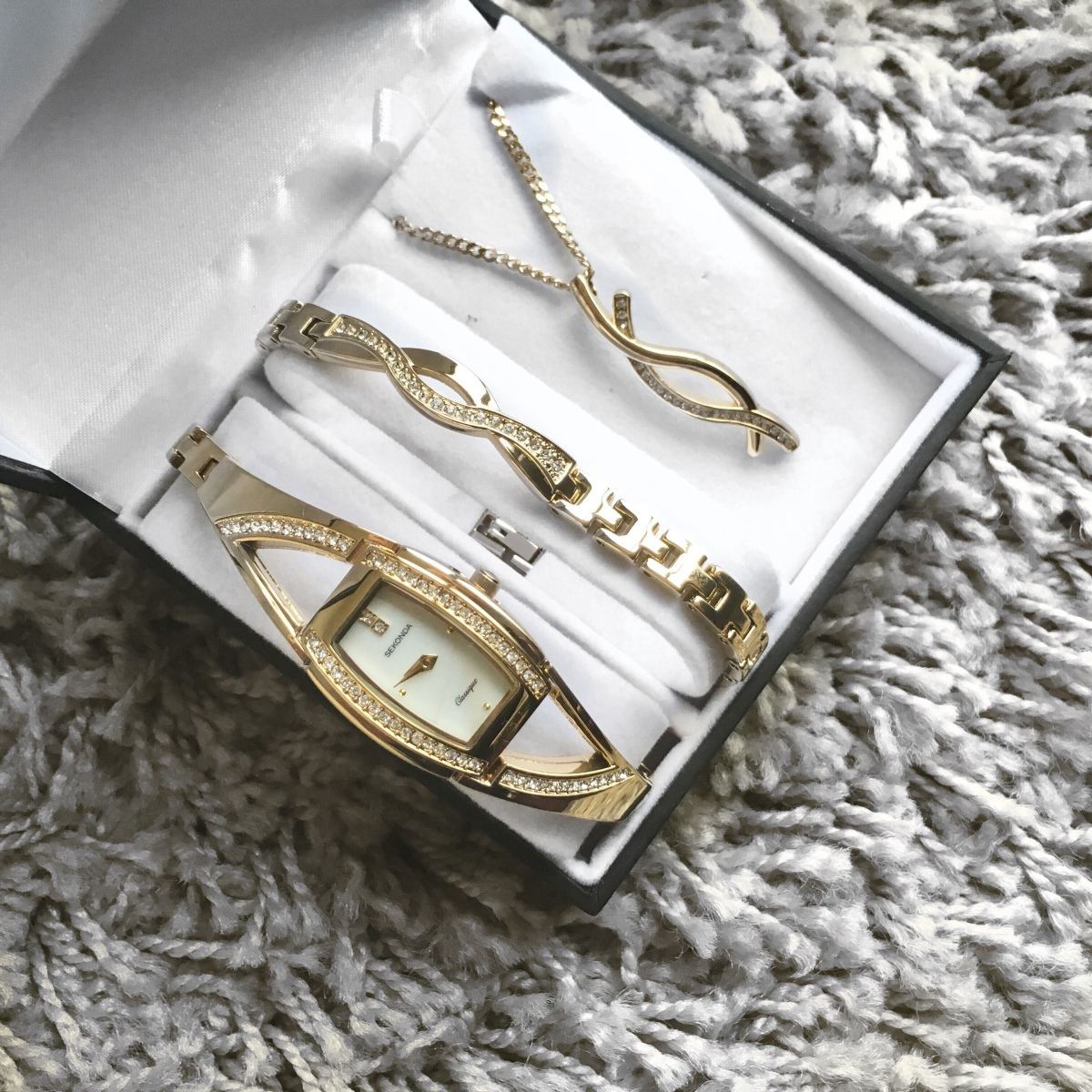 Argos Jewellery | The Mother's Day gift you probably forgot to consider