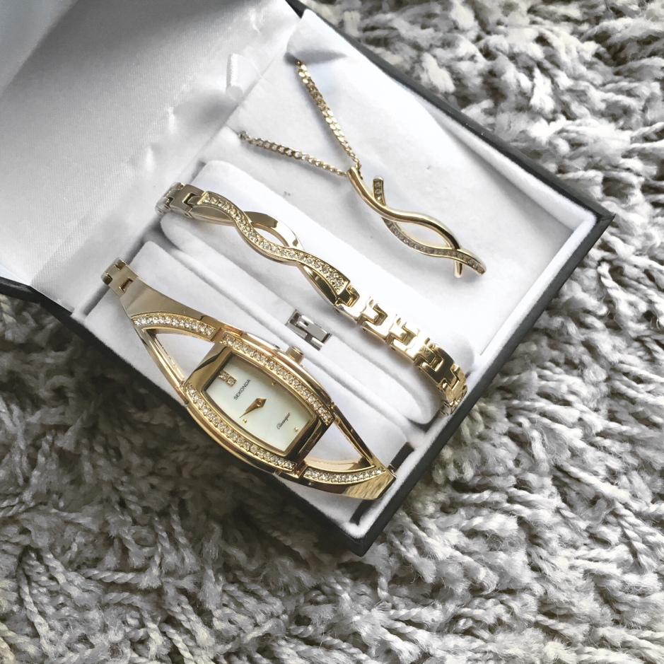 Argos Jewellery The Mothers Day Gift You Probably Forgot To